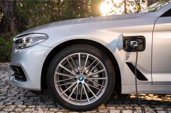 BMW 530e iPerformance- Най-успешният бизнес седан на света вече и като Plug-in хибрид