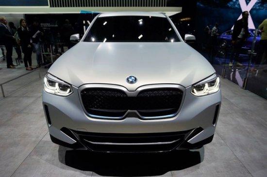 BMW Concept iX3 беше демонстриран за пръв път по време на