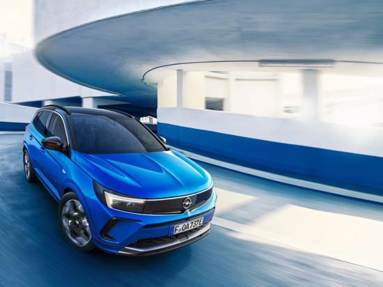 •Изцяло цифрови показания на арматурното табло – Opel Pure Panel с интуитивно