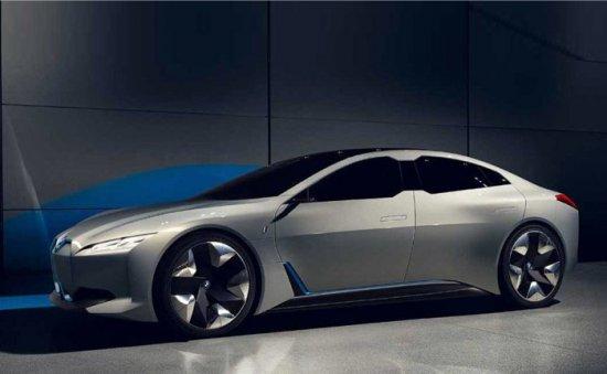 BMW планира към 2025-а година да има 25 електрифицирани модела в