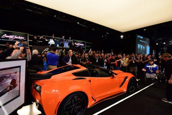 Chevrolet обяви, че с два свои автомобила- Corvette Carbon 65 Edition