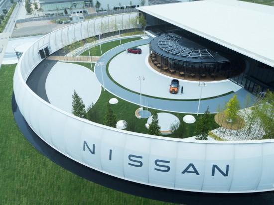 Посетители на тематичен център на Nissan- Nissan Pavilion, в Йокохама, който