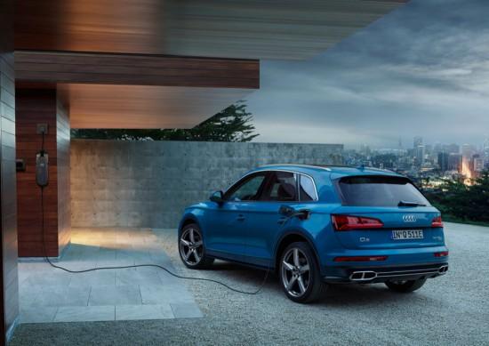 Днес Audi разпространиинформация за новата версия на модификацията Q5 55 TFSI, която