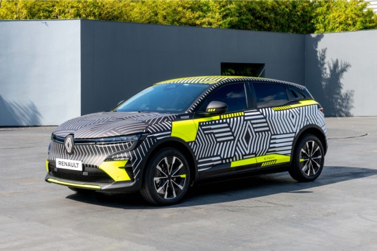 ПРЕДПРОИЗВОДСТВЕНИ АВТОМОБИЛИ ИЗЛИЗАТ НА ОБЩЕСТВЕНИТЕ ПЪТИЩА Представен по време на Renault