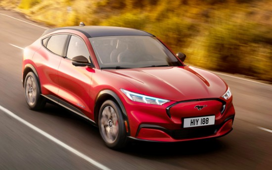 Феновете на спортните и електрически автомобили в света с нетърпение чакат
