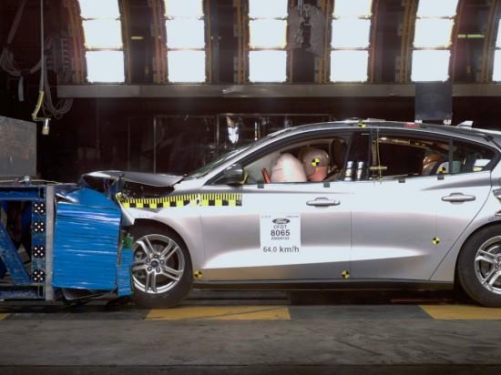 Европейското подразделение на Ford подлага на краш-тест около 250 автомобила в специалния
