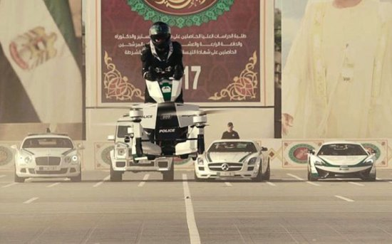 Полицаите на Дубай започнаха да се учат да карат руските летящи