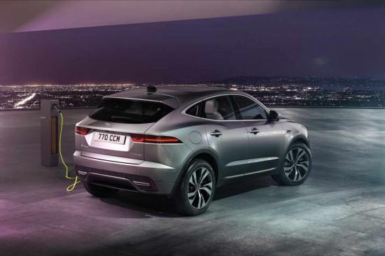 Jaguar анонсира информация за сериозно обновеният си E-PACE, който дебютира не