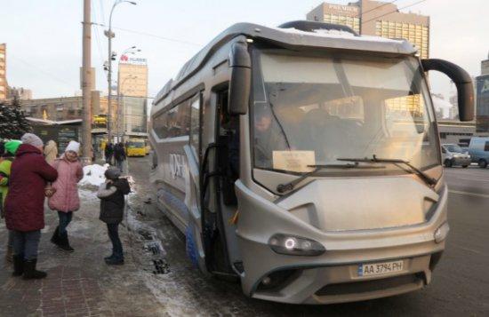 Този автобус, напомнящ с външността си звездолет, от началото на януари