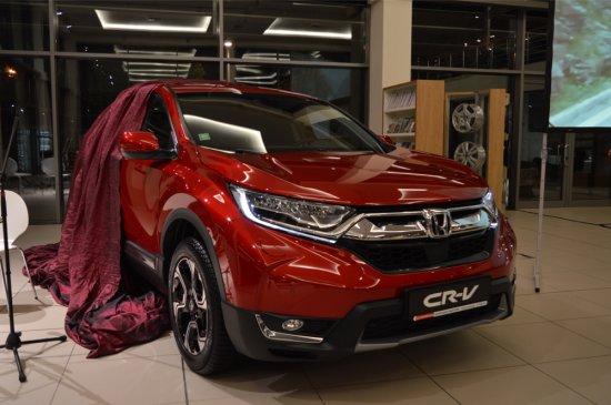Петата генерация на Honda CR-V отбелязва официалната си премиера на теротията
