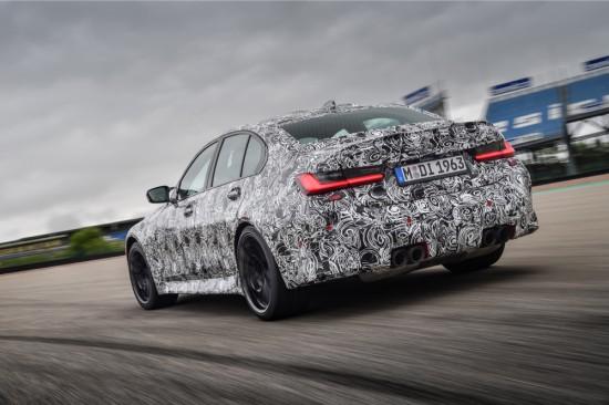 Динамични изпитания на новите високоефективни спортни автомобили на състезателна писта осигуряват необходимите познания