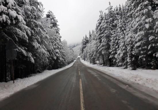 220 машини обработват пътните настилки в районите със снеговалеж. Без ограничение е