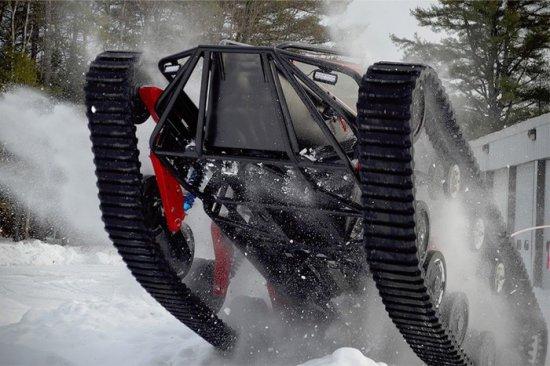 """Не снегоход, а звяр с 1500 """"коня""""! - видео"""