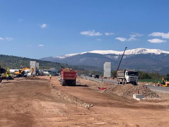 Работи се по всички започнати инфраструктурни обекти в страната и продължава стартирането