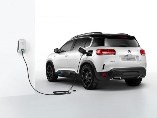 •Citroën стартира електрическата си офанзива, разкривайки технологичния си флагман: Новият C5 AIRCROSS