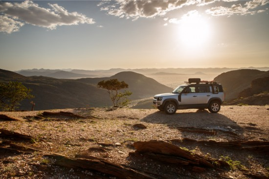 Land Rover разпространи впечатляваща фотосесия от обиколка, която легендарната марка е осъществила