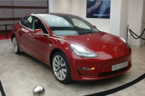 От следващата година стартират продажбите на най-масовия американски електромобил - Tesla Model