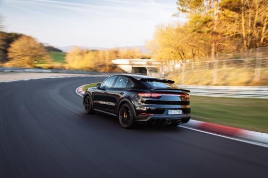 Porsche обяви, че нова спортна версия на модела Cayenne е поставила