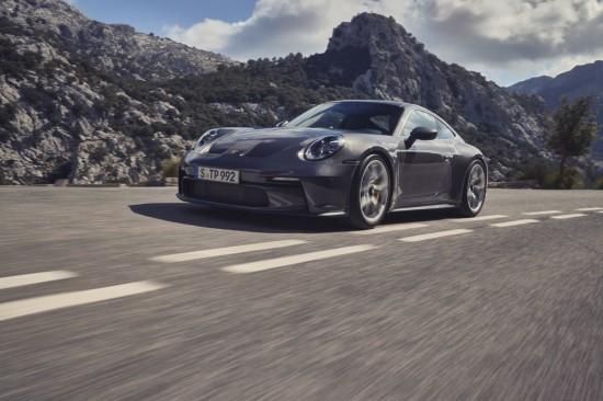Porsche анонсира новата версия Touring на 911 GT3, който запазва характерните