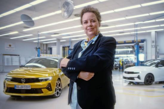 Новата Opel Astra е електрифицирана и емоционална. При разработването на компактния автомобил