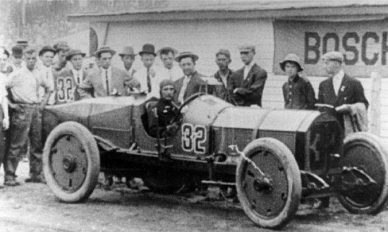 Снимка: Знаете ли че: Огледалото в колата е било изобретено за състезателна кола