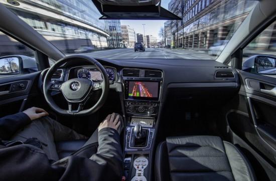 Снимка: Volkswagen тества автономни автомобили в Хамбург