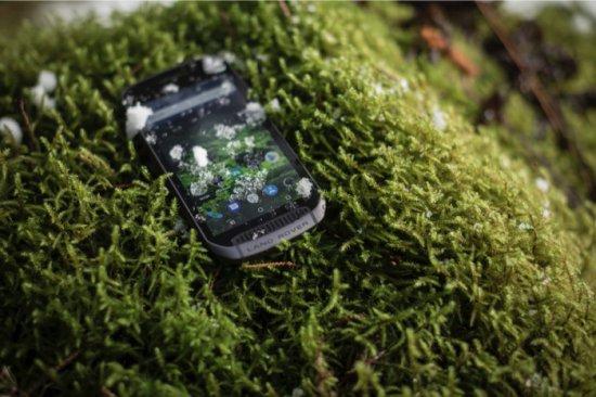 Днес Land Rover разпространи информация за уникален мобилен телефон, който според компанията