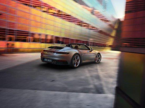 Porsche разпространи първата официална информация, снимки и видео на ново 911 Cabriolet,