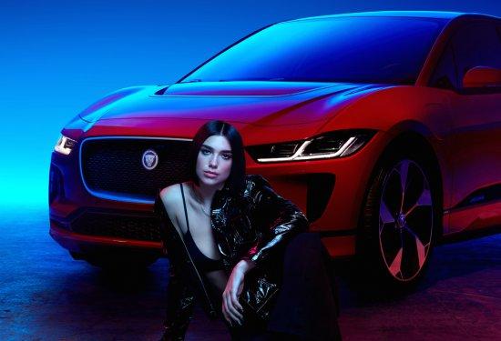 Набиращата все по-голяма популярност музикална изпълнителка и модел Дуа Липа и Jaguar