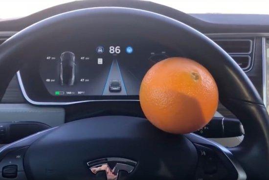 Освен със завидната си автономност, електромобилите на Tesla станаха пословични и с