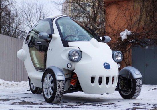 """Инжинеринговата компания """"Електротранспортни технологии"""" представи прототип на триколесен електромобил с пробег с едно"""