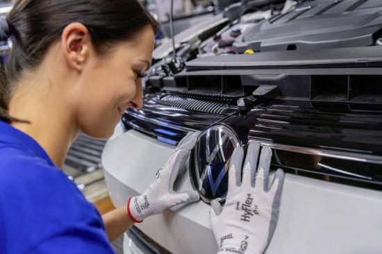 Volkswagen продължава да подгрява за премиерата на изцяло новото поколение на хитовия
