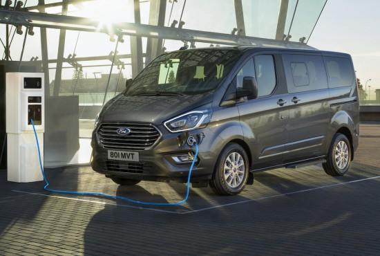 Снимка: Ford с уникален за класа си Tourneo Custom Plug-In Hybrid