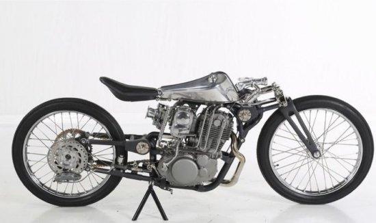 Къстъм-мотоциклетът Insomnia (Безсъние), построен в московското ателие за уникални /custom/ машини Zillers
