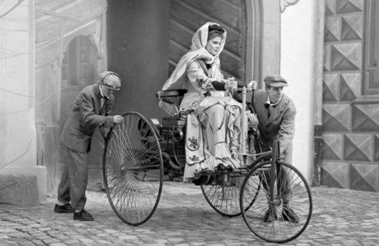 Снимка: Знаете ли че: Автомобилът го има заради жена!
