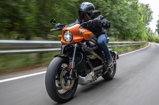 Въпросът буквално вълнува - Колко далеч можете да стигнете с електрически мотоциклет
