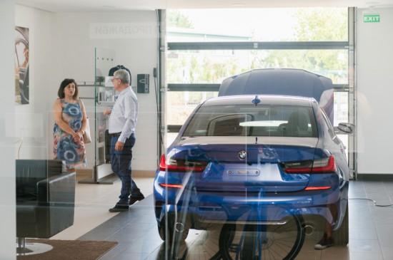 Учебен автомобил BMW 330i xDrive е доставен в рамките на програма