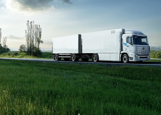 Hyundai обяви, че първият в автомобилната индустрия сериен тежкотоварен камион с водородно
