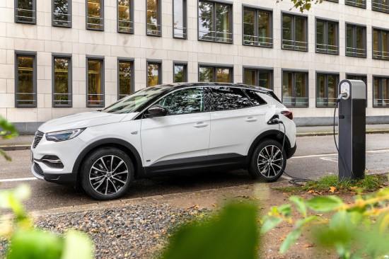 Opel разкри първите подробности за новата версия на зареждаемата (plug-in) хибридна версия