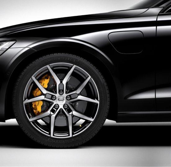 Източник: Разработката Polestar Engineered дебютира с новото S60 T8 Plug-in Hybrid