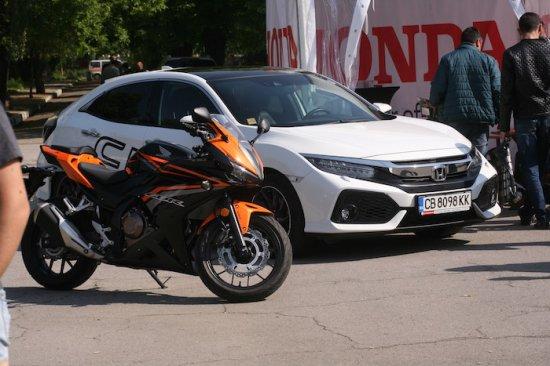 Експозиция от пет автомобила и два мотоциклета ще видят студентите от Висшето