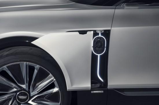 CADILLAC обяви, че първата от цяло семейство изцяло електрически коли на