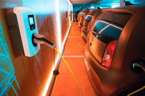 SEAT постави началото на пилотен проект за споделена употреба на електромобили