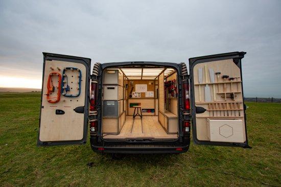 Снимка: Nissan създаде мобилна занаятчийска работилница