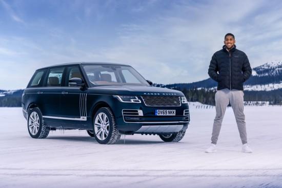 """Специална снежна арт инсталация в чест на """"Императора"""" Land Rover отпразнува"""